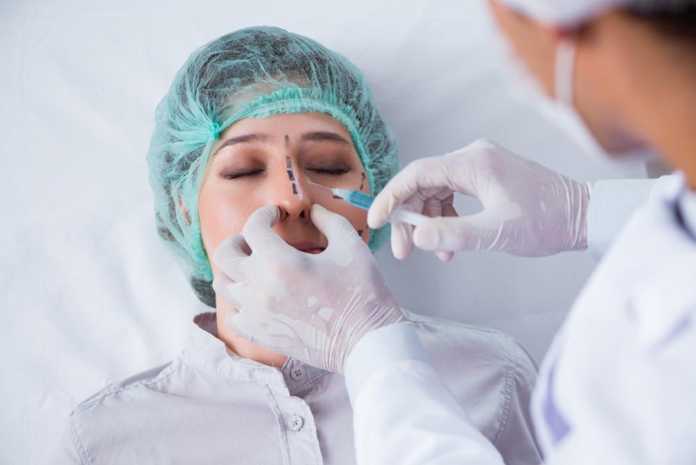 procedimentos estéticos: rinoplastia